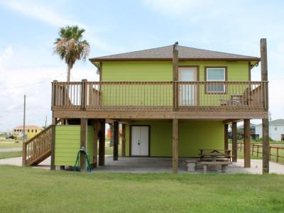 balsamo's original boardhouse vacation rental, crystal beach, texas, bali beach house crystal beach tx, beach homes for rent in crystal beach tx, beach homes in crystal beach tx